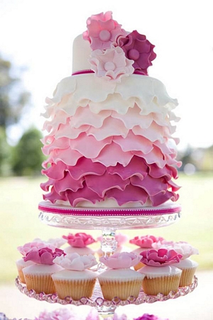 Ombre-ruffle-pink-wedding-cake_pp